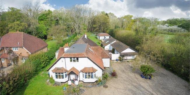 Guide Price £1,320,000, 5 Bedroom House For Sale in Bovingdon, HP3