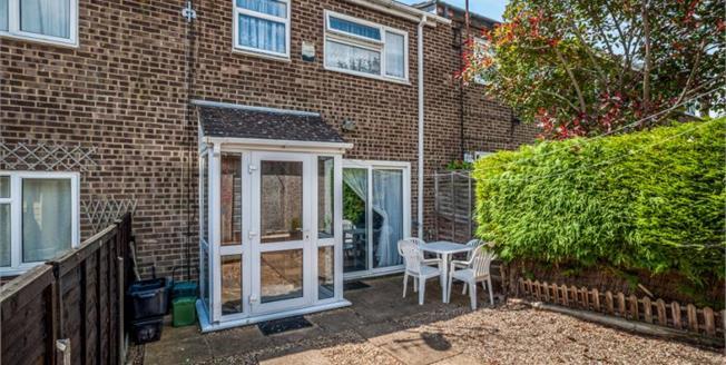 Guide Price £315,000, 3 Bedroom Terraced House For Sale in Hemel Hempstead, HP2