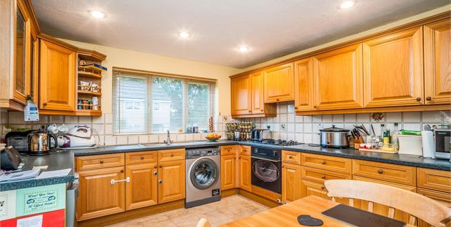 Guide Price £325,000, 3 Bedroom Terraced House For Sale in Hemel Hempstead, HP2