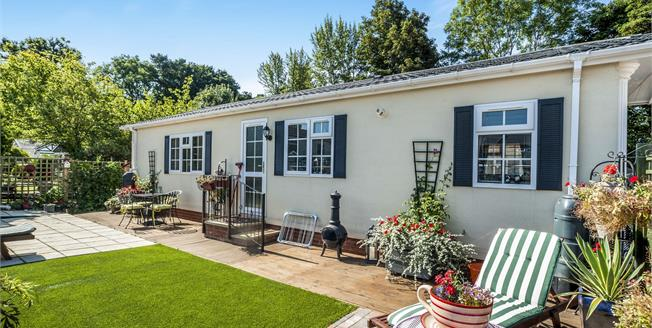 Guide Price £269,950, 2 Bedroom House For Sale in Chipperfield, WD4