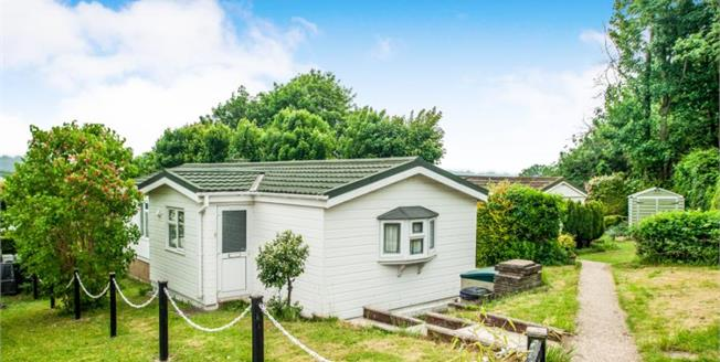 £250,000, 2 Bedroom Detached Mobile Home For Sale in Chartridge, HP5
