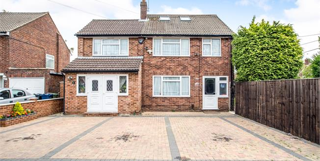 Asking Price £625,000, 6 Bedroom Detached House For Sale in Chesham, HP5
