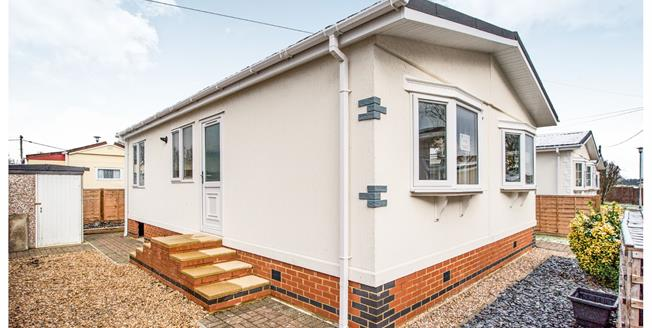 Asking Price £199,950, 2 Bedroom Mobile Home For Sale in Woodside, LU1