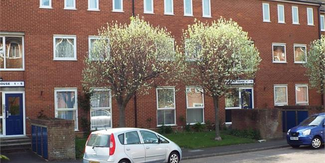 £170,000, 2 Bedroom Flat For Sale in Bletchley, MK2