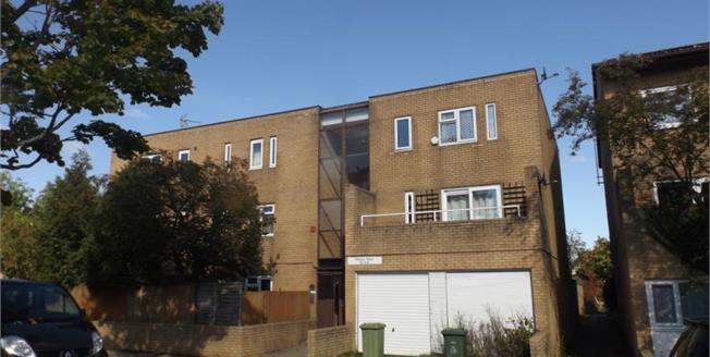 Asking Price £110,000, 1 Bedroom Upper Floor Flat For Sale in Fishermead, MK6