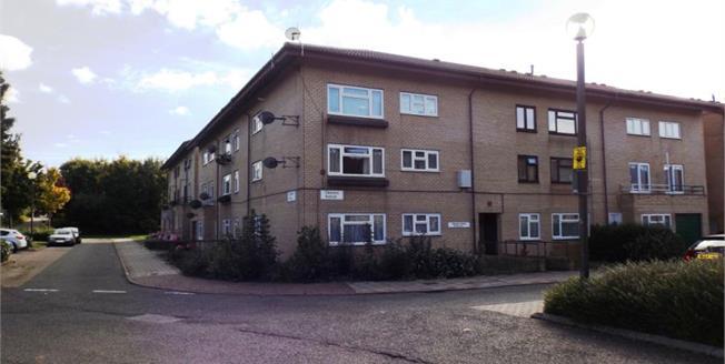 Asking Price £110,000, 1 Bedroom Upper Floor Flat For Sale in Conniburrow, MK14