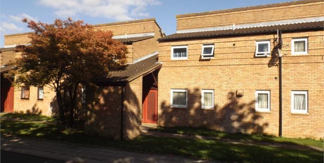 £140,000, 2 Bedroom Upper Floor Flat For Sale in Fishermead, MK6