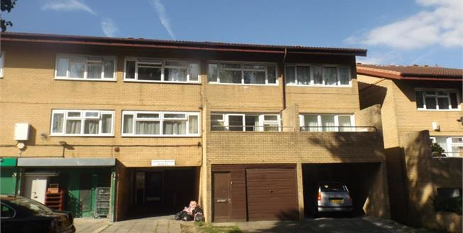 Asking Price £110,000, 1 Bedroom Upper Floor Flat For Sale in Conniburrow, MK14