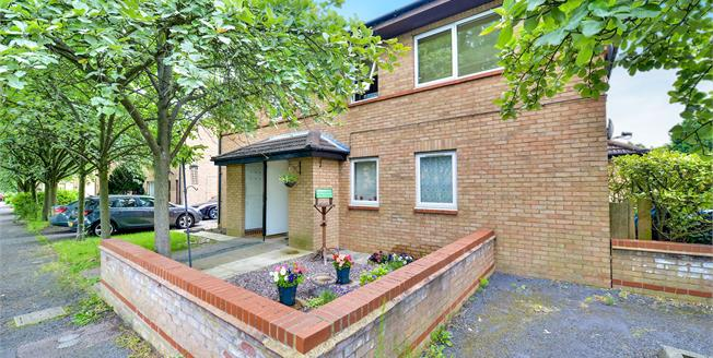 Asking Price £90,000, 1 Bedroom Upper Floor Maisonette For Sale in Oldbrook, MK6