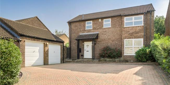 Guide Price £450,000, 4 Bedroom House For Sale in Heelands, MK13