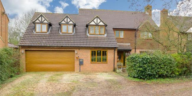 Guide Price £625,000, 5 Bedroom Detached House For Sale in Willen Park, MK15