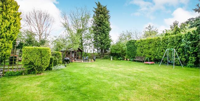 Asking Price £365,000, 2 Bedroom Terraced House For Sale in Tebworth, LU7