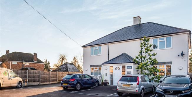 Offers in excess of £180,000, 1 Bedroom Ground Floor Flat For Sale in Leighton Buzzard, LU7