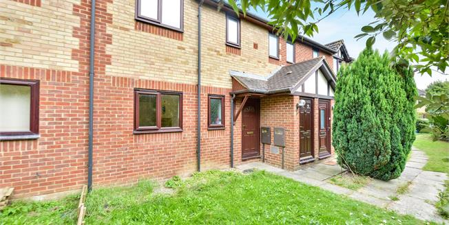 Offers in excess of £155,000, 1 Bedroom Maisonette For Sale in Newport Pagnell, MK16
