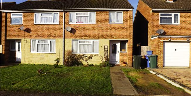 Guide Price £280,000, 3 Bedroom Semi Detached House For Sale in Bicester, OX26