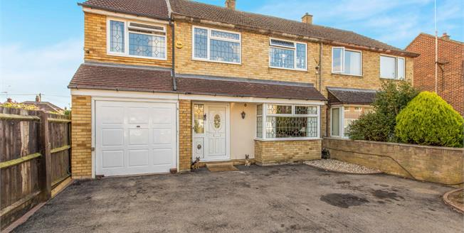 Asking Price £350,000, 4 Bedroom Semi Detached House For Sale in Bicester, OX26