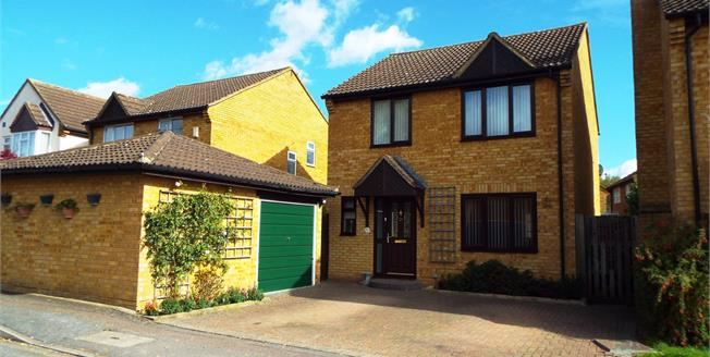 Offers Over £345,000, 3 Bedroom Detached House For Sale in Bicester, OX26