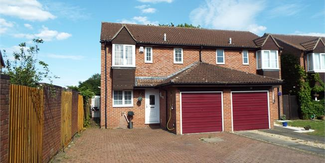Asking Price £300,000, 3 Bedroom Semi Detached For Sale in Bicester, OX26