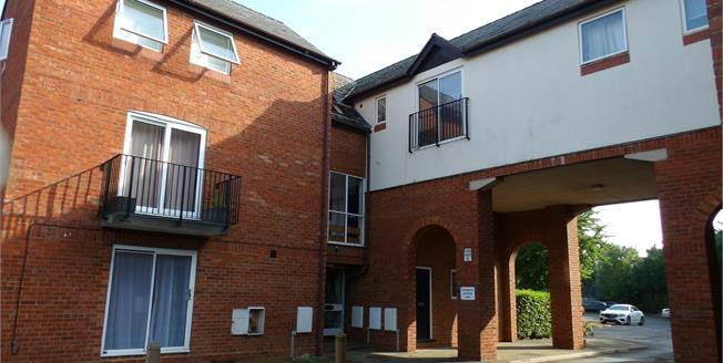 Offers in excess of £150,000, 1 Bedroom Flat For Sale in Bicester, OX26