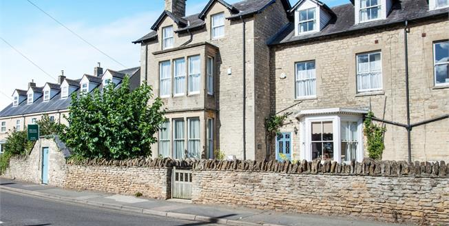 Guide Price £490,000, 3 Bedroom Terraced House For Sale in Brackley, NN13