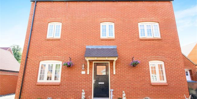 Guide Price £520,000, 5 Bedroom Detached House For Sale in Brackley, NN13