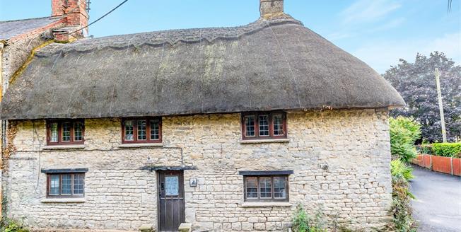 Guide Price £195,000, 2 Bedroom Terraced Cottage For Sale in Brackley, NN13