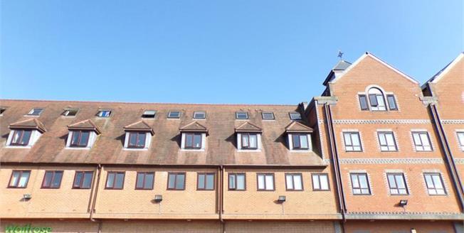 £70,000, 2 Bedroom Flat For Sale in Brackley, NN13