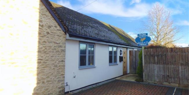 £290,000, 2 Bedroom Bungalow For Sale in Fringford, OX27