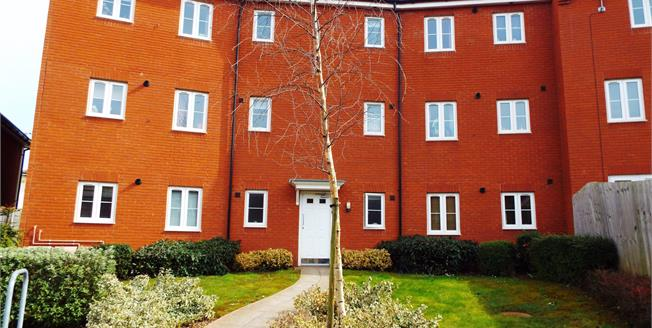 Offers in excess of £160,000, 2 Bedroom Flat For Sale in Bristol, BS4
