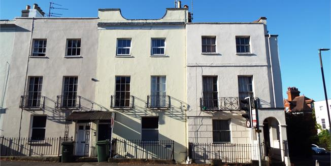 Guide Price £105,000, 1 Bedroom Flat For Sale in Gloucestershire, GL52