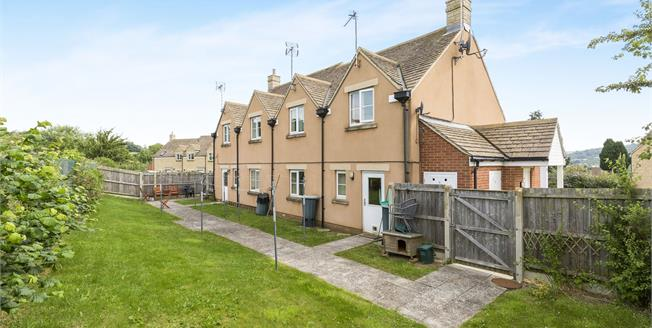 Guide Price £79,000, 1 Bedroom Flat For Sale in Winchcombe, GL54