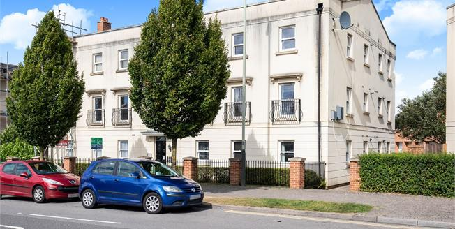 Offers Over £140,000, 2 Bedroom Flat For Sale in Cheltenham, GL52