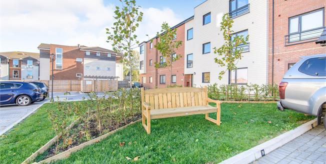 Offers in excess of £180,000, 2 Bedroom Flat For Sale in Kingswood, BS15