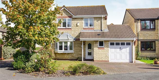 Asking Price £350,000, 3 Bedroom Detached House For Sale in Hanham, BS15