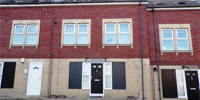 Asking Price £165,000, 2 Bedroom Flat For Sale in Kingswood, BS15