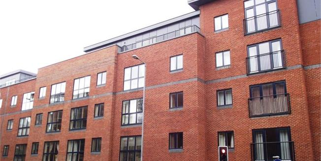 Offers Over £175,000, 2 Bedroom Upper Floor Flat For Sale in Worcester, WR1