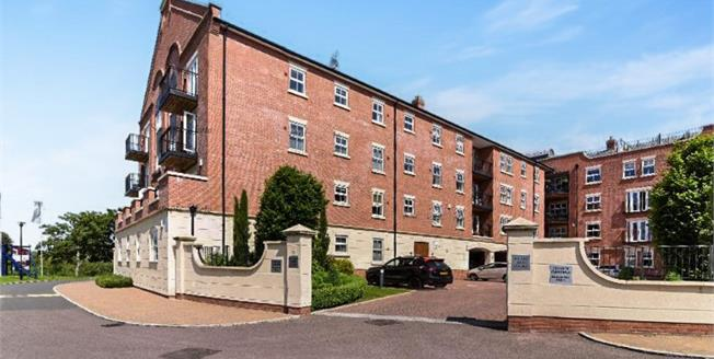 Offers in excess of £175,000, 2 Bedroom Flat For Sale in Worcester, WR1