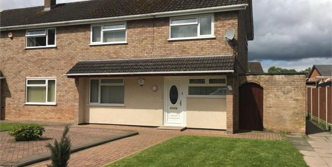 Guide Price £173,000, 3 Bedroom Semi Detached House For Sale in Worcester, WR4