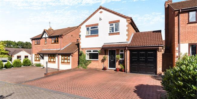 Offers Over £310,000, 4 Bedroom Detached House For Sale in Worcester, WR5