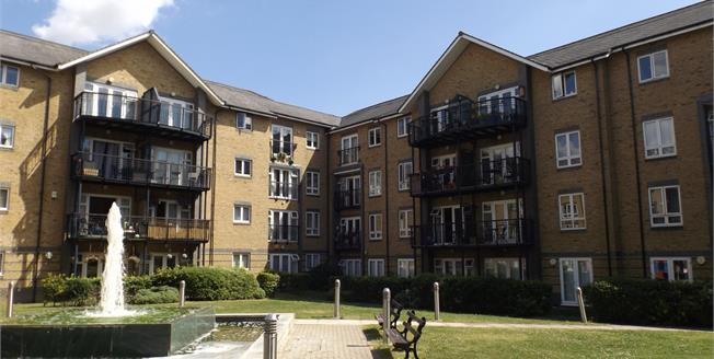 Asking Price £230,000, 2 Bedroom Upper Floor Flat For Sale in Chafford Hundred, RM16