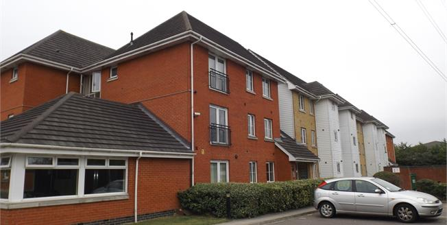 Asking Price £220,000, 2 Bedroom Ground Floor Flat For Sale in Chafford Hundred, RM16