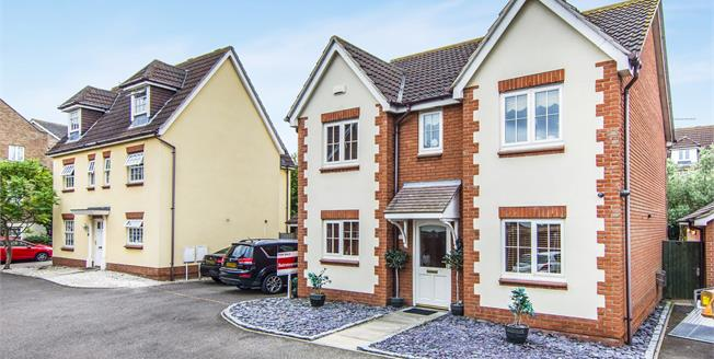 £485,000, 5 Bedroom Detached House For Sale in Chafford Hundred, RM16