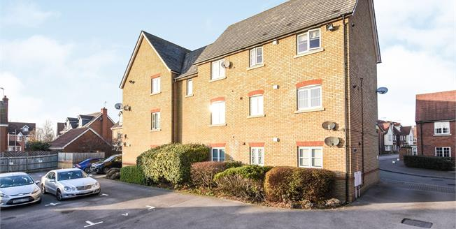 Guide Price £220,000, 2 Bedroom Flat For Sale in Chafford Hundred, RM16
