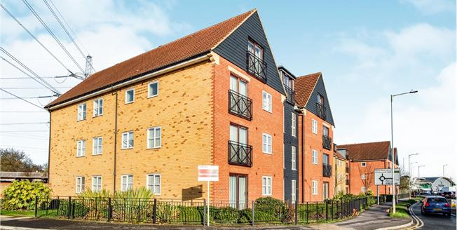 Asking Price £210,000, 2 Bedroom Flat For Sale in Chafford Hundred, RM16