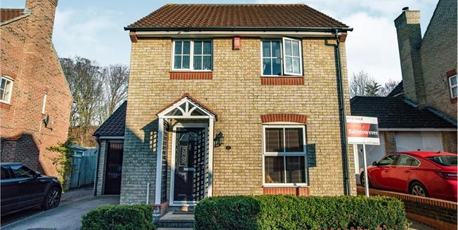 Offers Over £390,000, 3 Bedroom Detached House For Sale in Chafford Hundred, RM16