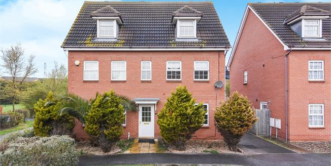 Guide Price £475,000, 5 Bedroom Detached House For Sale in Chafford Hundred, RM16