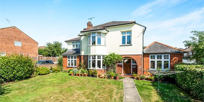 Guide Price £750,000, 7 Bedroom Detached House For Sale in Romford, RM1