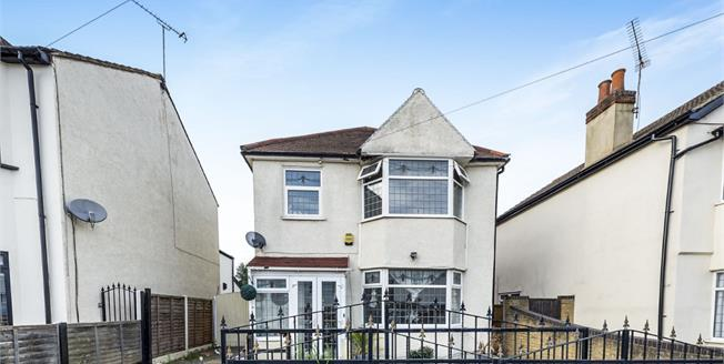 Guide Price £430,000, 3 Bedroom Detached For Sale in Romford, RM7