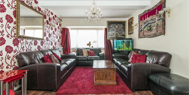Guide Price £425,000, 4 Bedroom Terraced House For Sale in Hornchurch, RM12