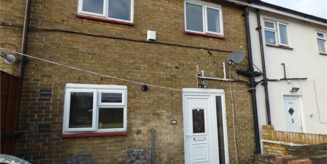 Offers in excess of £260,000, 3 Bedroom Maisonette For Sale in Hornchurch, RM12